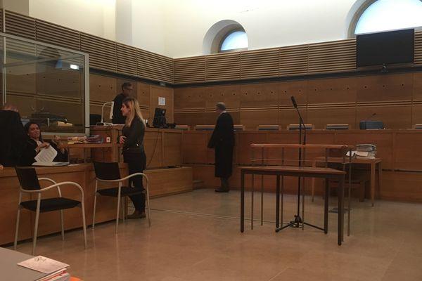 La salle d'audience à Aix, juste avant le délibéré.