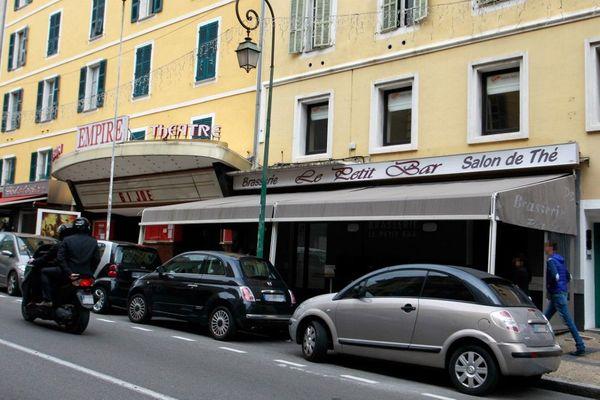 "La brasserie ""Le Petit Bar"", à Ajaccio, le 8 avril 2013."