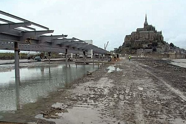 Commencés en mars, les travaux avancent. Le pont-passerelle sera mis en service en 2014