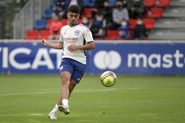 Mohamed El Arouch, 17 ans, signe son premier contrat professionnel avec l'Olympique Lyonnais, un contrat de 3 ans, jusqu'au 30 juin 2024