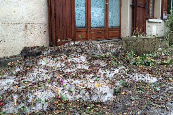 La commune de Salles-Curan a dû faire face, dans la nuit de mercredi à jeudi, à un important orage de grêles.