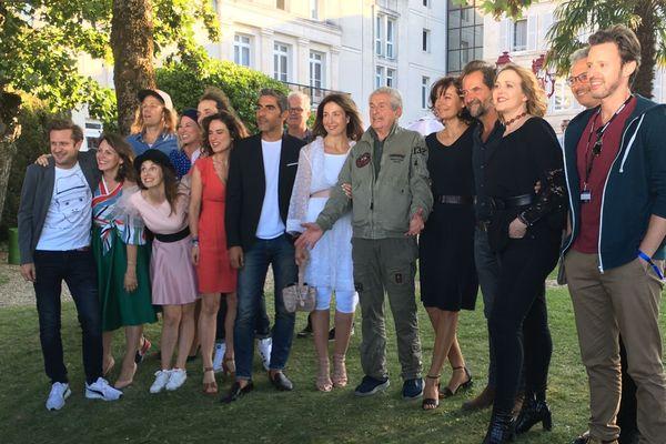 """Claude Lelouch avec l'équipe de son film """"La vertu des impondérables"""" au 12ème Festival du Film Francophone d'Angoulême."""