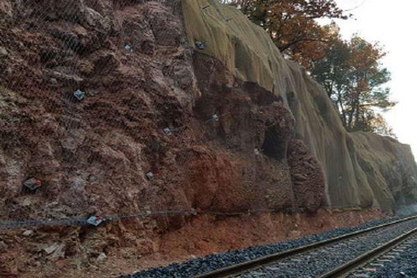 La paroi rocheuse entre Gardanne et Aix-en-Provence menace de s'effondrer.