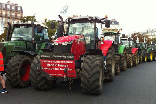 Les tracteurs stationnés place de la Nation à Paris