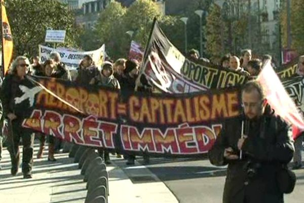 Les opposants à l'aéroport partis de la Place Royale vers la Préfecture de Nantes