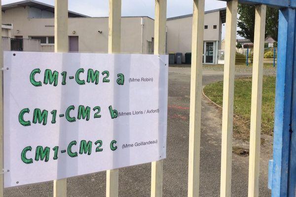 Schéma d'organisation post Covid-19 devant une école de Saint-Sébastien-sur-Loire (Loire-Atlantique)