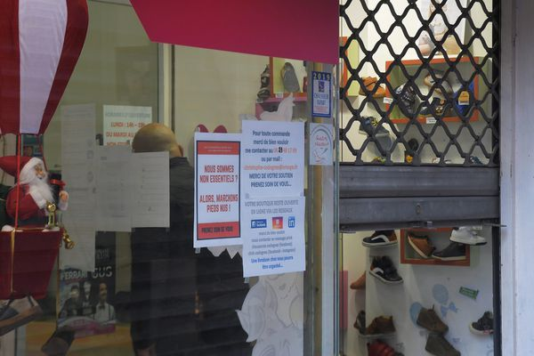 """Illustration/Les commerces jugés """"non essentiels"""" ont du baisser leur rideau depuis le 20 mars dernier."""