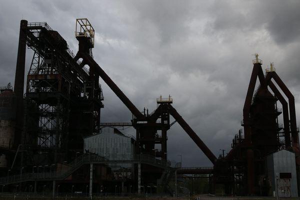 Traditionnellement très industrialisée, la Lorraine perd régulièrement des emplois dans le secteur secondaire.