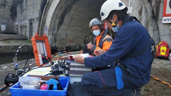 L'équipe technique scaphandrier qui, sur le quai, gère l'exploration.