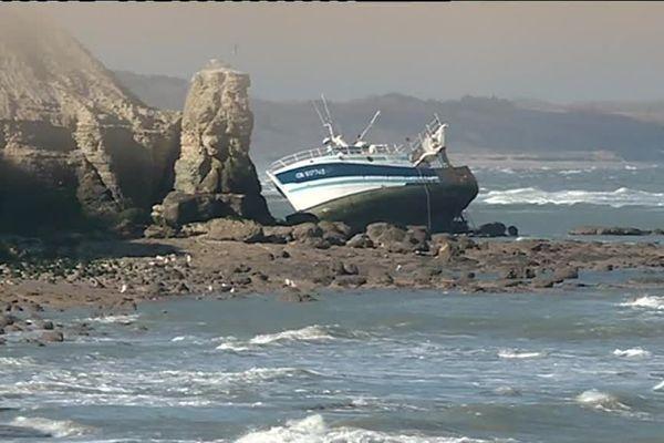 L'Essor est échoué près de Port-en-Bessin