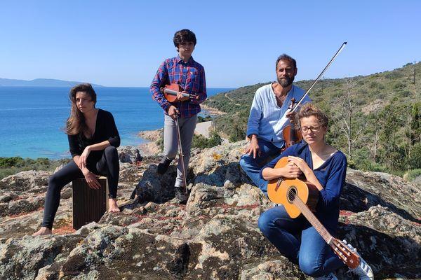 """Bertrand Cervera, """"violon solo"""" à l'Orchestre national de France et créateur du festival Sorru in Musica est confiné à Sagone. Chaque vendredi il propose pour France 3 Corse Viastella des morceaux joués en famille."""