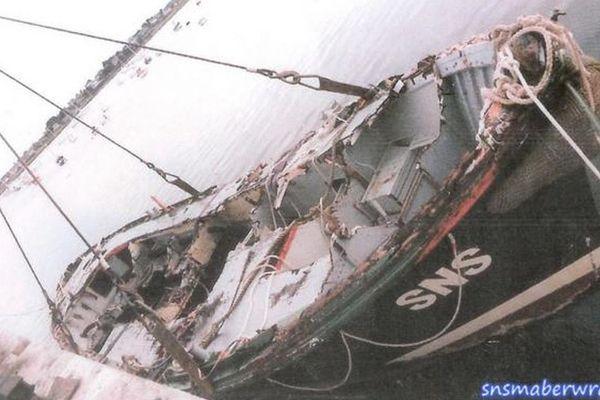 Le canot SNSM Capitaine de Corvette Cogniet, après son naufrage le 7 août 1986