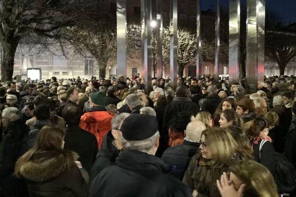 Plusieurs milliers de personnes se sont rassemblées à Toulouse au pied du Mémorial de la Shoah.