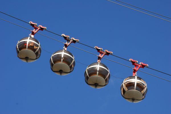 A l'image de Grenoble, l'agglomération de Lyon sera-t-elle bientôt dotée d'un téléphérique ? Des opposants sont vent debout contre le projet de transport aérien ... et ont lancé une pétition le 30 décembre 2020.