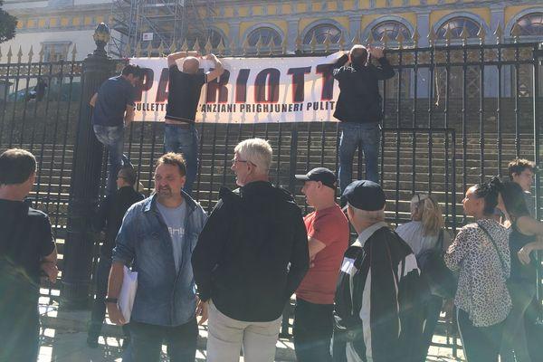 26/09/2018 - Rassemblement de soutien devant le palais de justice de Bastia où 3 militants nationalistes sont jugés en appel pour avoir refuser de se plier aux obligations liées à leur inscription Fijait.