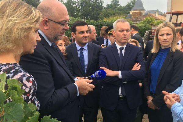 Stéphane Travers et François de Rugy visitent une explotation viticole médocaine engagée dans la réduction des produits phyto-sanitaires