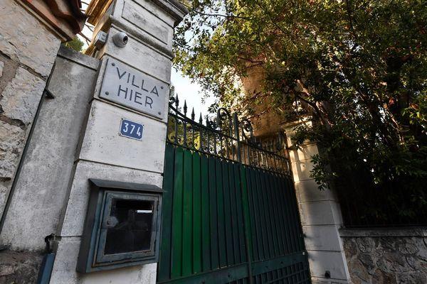 Le portail d'une villa du cap d'Antibes appartenant au milliardaire russe.