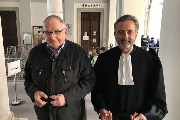 Bernard Valézy, vice-président de l'association Assistance et Recherche de Personnes Disparues (à gauche) et Christian Saint-André, avocat de la famille de Lucie Roux (à droite) ont assisté tous les deux au procès de Nordahl Lelandais, aux assises de la Savoie.