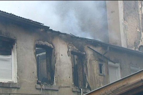 Le feu s'est déclaré au dernier étage de l'immeuble.