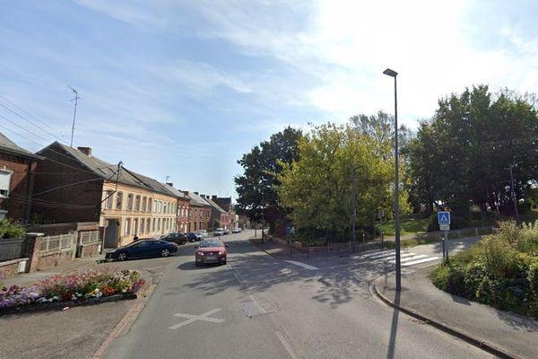 La collision a eu lieu au croisement de la rue Léon Blum et la rue de la Caserne des Douanes à Jeumont.