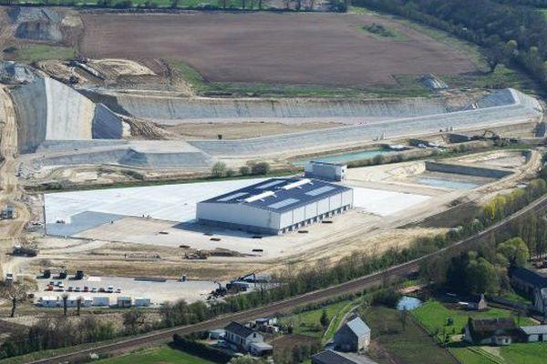 Vue aérienne de la décharge industrielle GDE à Nonant Le Pin
