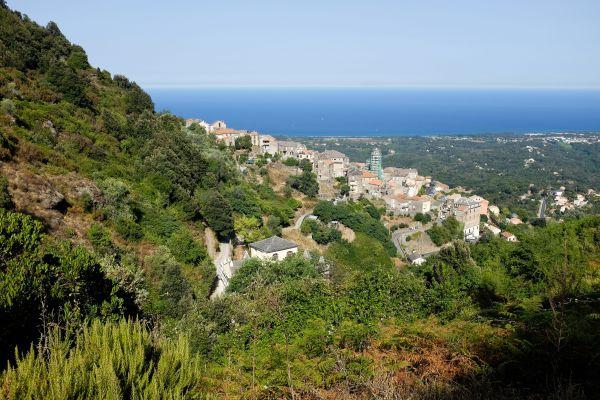 Un panorama du village de Cervione, où le tribunal administratif a annulé la construction de 40 duplex.
