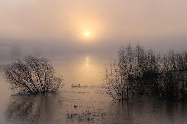 Lever de soleil brumeux sur la Loire