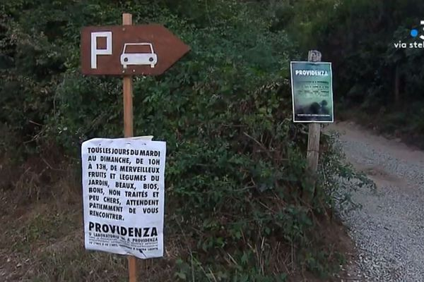 """A Pieve, dans le Nebbio, ¨Providenza"""" accueille ainsi les visiteurs."""