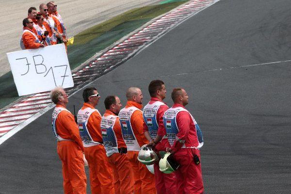 Hommage poignant à Jules Bianchi sur la grille de départ du GP de Hongrie.