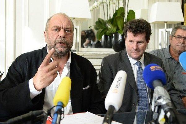 Le pilote Pascal Fauret, à droite avec ses avocats Jean Reinhart (centre) et Eric Dupond-Moretti conférence de presse ce mardi midi