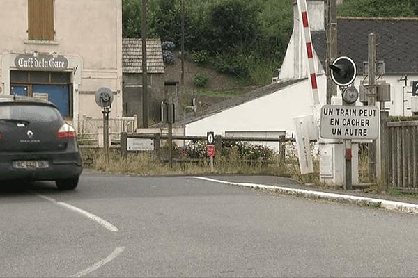 Le passage à niveau 291 à La-Roche-Maurice, où a eu lieu l'accident (24/07/2014)