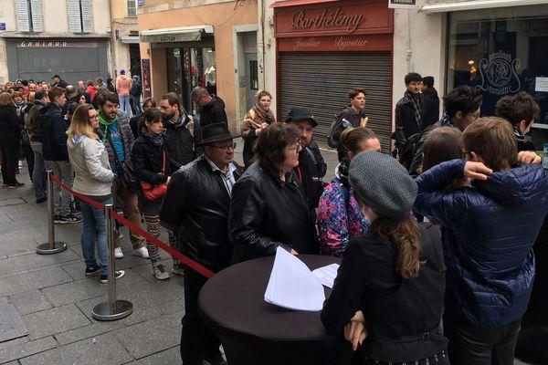 Sherlock Holmes Géant dans la ville est un jeu d'enquête. Ce dimanche, à Nancy, de 14h à 18h, vous êtes huit cents joueurs à endosser la peau du célèbre détective anglais, le grand Sherlock Holmes.