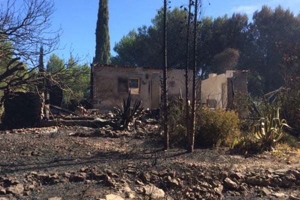 Une seule maison a brûlé dans l'incendie de Saint-Pons-de-Mauchiens (34) le 9 août 2017. Située en amont du camping de Villeveyrac, sa propriétaire de 83 ans et sa famille venue en vacances ont eu juste le temps d'évacuer avant l'arrivée du feu