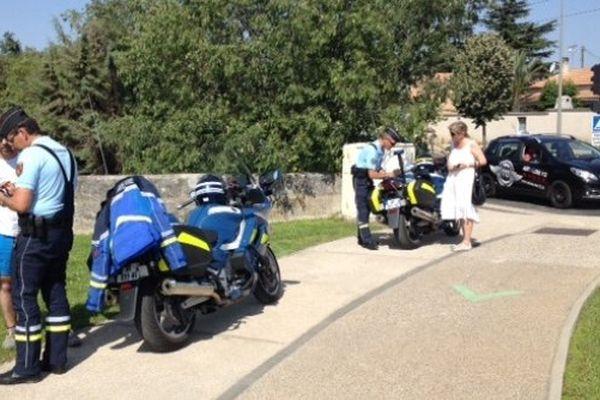 A Catelnau-le-lez, les gendarmes verbalisent ou conseillent les deux-roues imprudents.