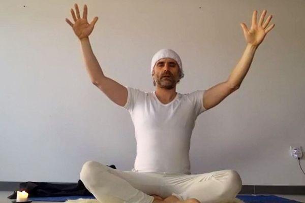 Sylvain de l'association K Yoga propose des courts gratuits en ligne pendant toute la période de confinement.