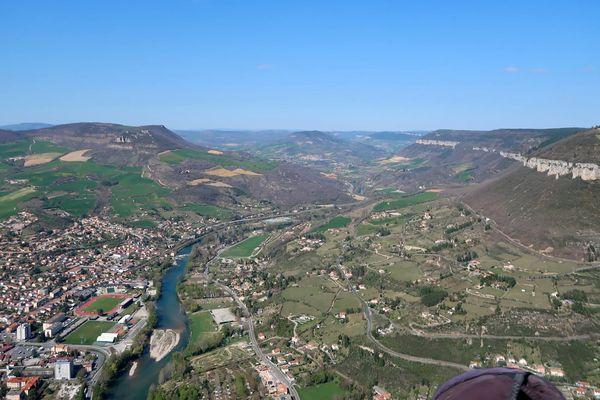 La vallée de Millau en vol depuis le site de la Puncho