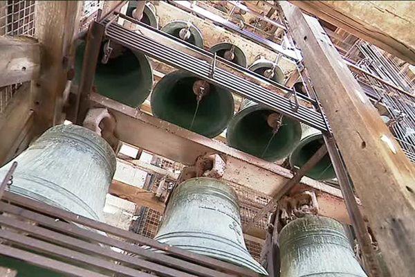 Les cloches du carillon de Châtellerault ont sonné pendant 11 minutes à 11 heures ce dimanche 11 novembre pour le centenaire de l'armistice de novembre 1918.