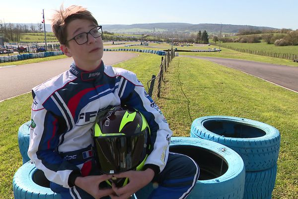 Enzo Gal, champion de karting, dans les roues des grands pilotes.