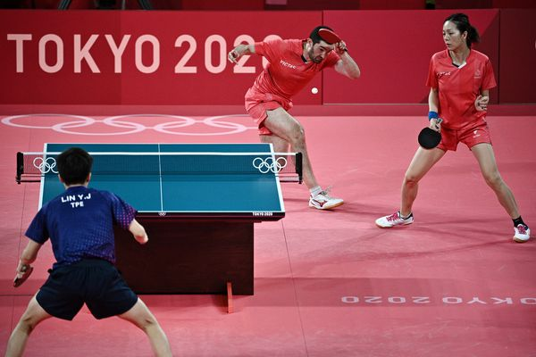Emmanuel Lebesson et Jia Nan Yuan se sont incliné 4 à 0 face à l'équipe taïwanaise de tennis de table double mixte.