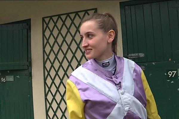 Coralie Pacaut, est l'une des rares femmes jockey professionnel en France