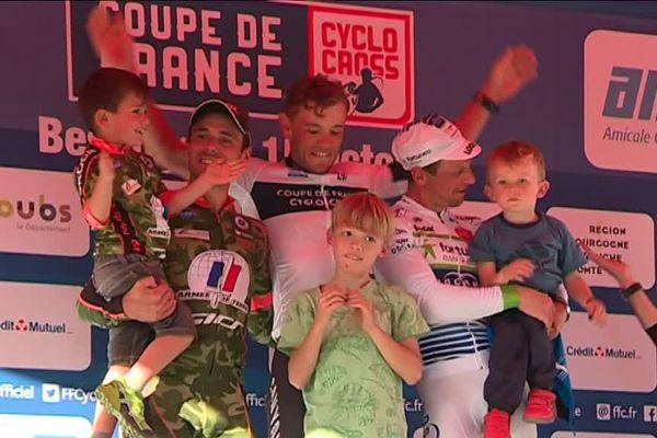 Le podium élite de la 1 er manche de la coupe de France de cyclo cross à Besançon : Steve Chainel, Fabien Canal et Francis Mourey