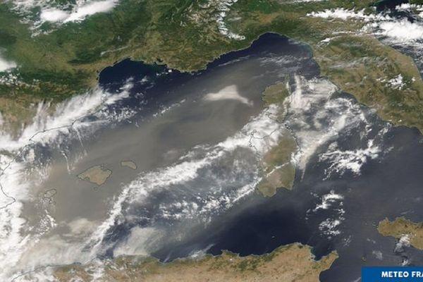 Le nuage de sable du Sahara remonte au nord sur la Méditerranée puis sur l'Occitanie et la région PACA - photo satellite du 10 août 2021.