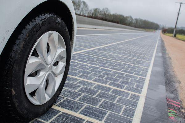 Première route solaire inaugurée par Ségolène Royal en Normandie.