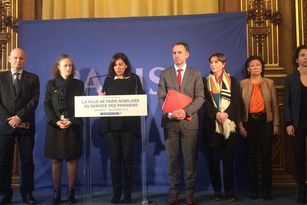 Lors de sa conférence de presse ce 7 décembre, Anne Hidalgo a présenté le dispositif instauré par la Mairie de Paris pour faire face à la 4e manifestation hebdomadaire des Gilets jaunes.