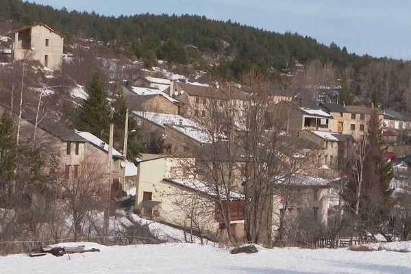 Le village de Caudiès-de-Conflent, dans les Pyrénées-Orientales. 19 habitants mais seulement 7 à l'année.