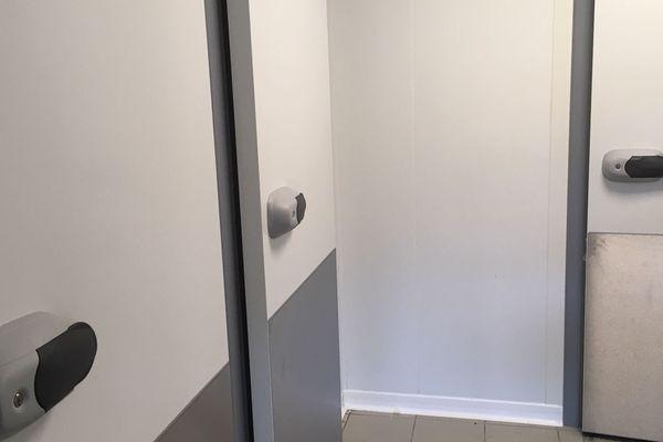 Matériel moderne et chambres froides pour la cuisine