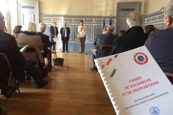 Lyon : des cahiers de doléances déposés en préfecture du Rhône par les maires