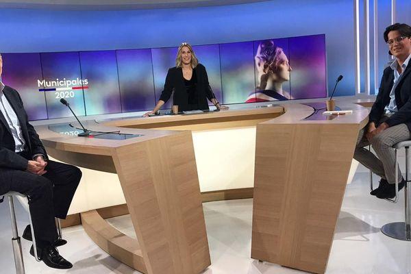 France 3 Occitanie bouleverse ses programmes et vous propose les débats du second tour des municipales. Pour Pézenas. Alain Vogel-Singer et Armand Rivière ont débattu sans Bruno Lerognon qui a décliné notre invitation.