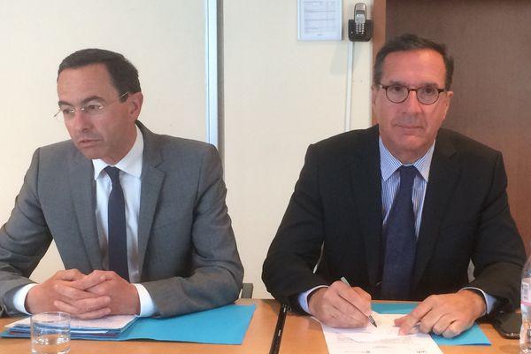 Bruno Retailleau (UMP) et Yannick Favenec (UDI) annonce l'union de leurs listes en vue de l'élection régionale de décembre 2015