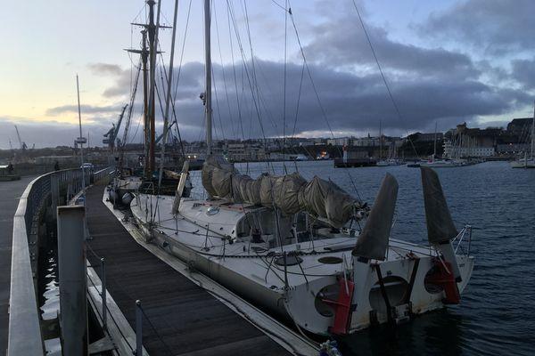 L'actuel propriétaire s'acquitte toujours d'un loyer au port de Brest mais n'assure plus aucun entretien sur ce bateau légendaire